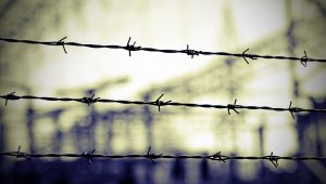 barbed wire to demarcate the border does not open